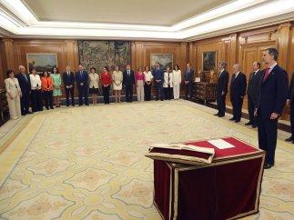 Los ministros de Sánchez prometen sus cargos