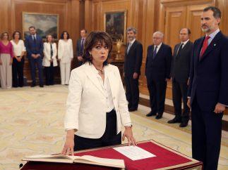 Los ministros de Sánchez prometen sus cargos ante el rey