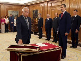 Borrell promete su cargo como ministro de Exteriores
