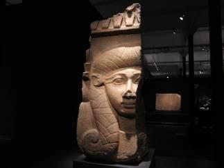 Una De Las Piezas Expuestas Con El Rostro De Un Faraón.