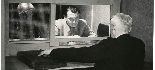 Yevgeny Khaldei. Georing with Lawyer (Stahmer), Nuremberg [Goering con abogado (Stahmer), Núremberg], 1946