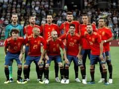 España forma para la foto antes de jugar contra Túnez.