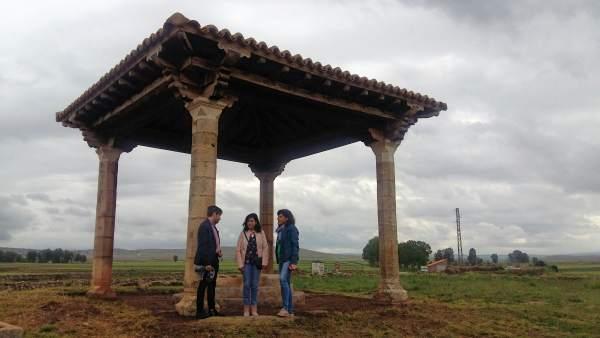 Nacho Escuín anuncia la restuaración del Humilladero de Visiedo en verano.
