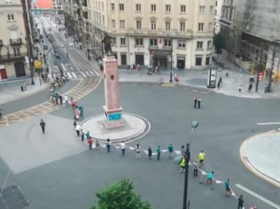 Cadena humana en Bilbao en favor al derecho a decidir en el País Vasco.