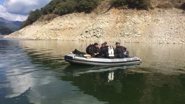 Mossos d'Esquadra en el pantano de Susqueda tras encontrar dos cuerpos