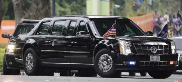 Trump le enseña a Kim el interior de su limusina blindada: así es 'La Bestia'