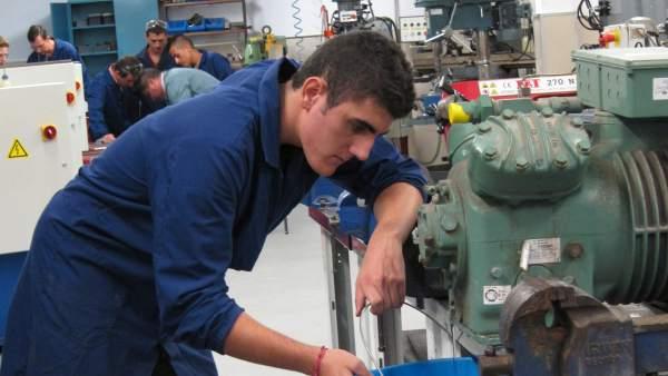 Alumno de Formación Profesional (FP) Dual.