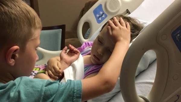 Jackson junto a su hermana Addy horas antes de fallecer.