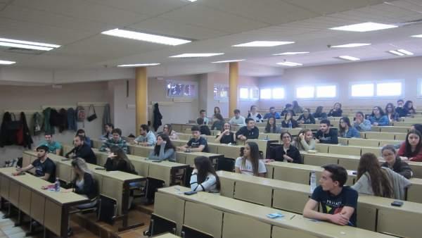 Estudiantes extremeños durante las pruebas de la EBAU