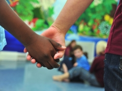 El Gobierno becará a niños en riesgo en campamentos de verano
