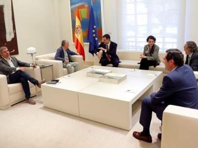 El presidente del Gobierno y la ministra de Trabajo, con los agentes sociales