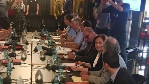 Miquel Buch y Ada Colau presiden la Junta de Seguridad Local.