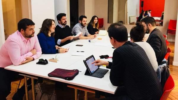 Delegaciones de Podemos e IU Madrid, reunidas este miércoles.