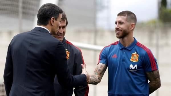 Sergio Ramos, con el presidente del Gobierno, Pedro Sánchez.