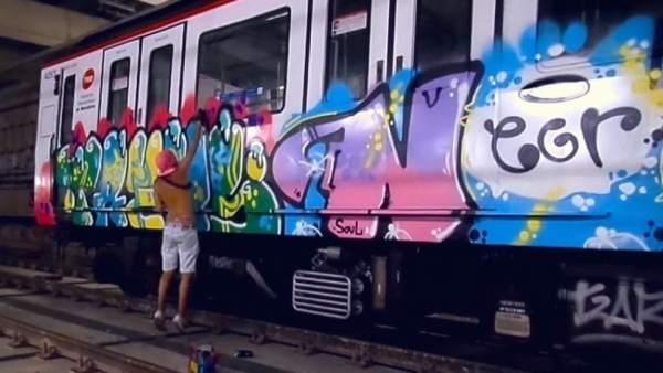Grafiti en un vagón del metro de Barcelona.