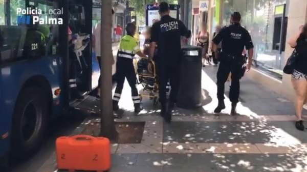 Policía Local asiste a una embarazada