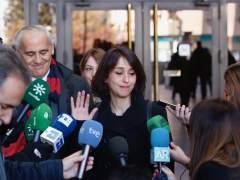 Juana Rivas atiende a los medios a su salida del juzgado