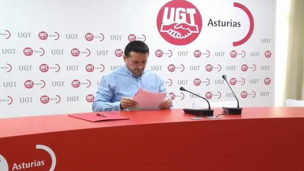 El secretario general de UGT Asturias Javier Fernández Lanero en rueda de prensa
