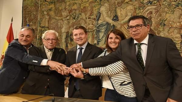 Firma del protocolo entre la Junta y las entidades financieras