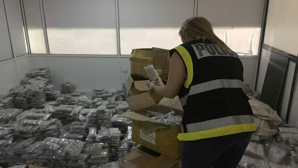 Localitzen 378.158 peces de bijuteria falsificada valorades en 22 milions en una nau de Manises