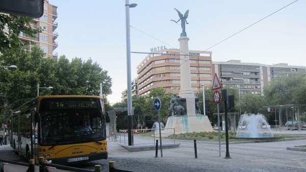 Un Autobús Urbano De Jaén Circula Por La Plaza De Las Batallas.