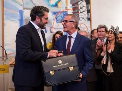 Guirao recibe su cartera ministerial de Màxim Huerta.
