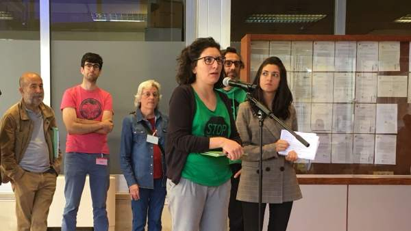 ARCHIVO / Miembros de la PAH y del Observatori Desc.