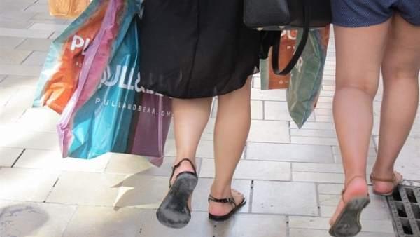 Els comerços de zones turístiques tornen a obrir les portes els diumenges i festius