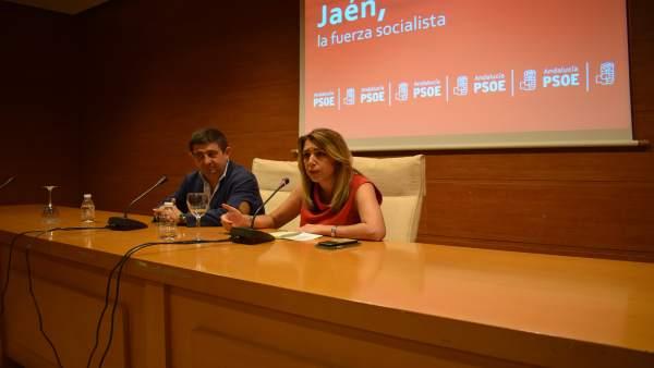Susana Díaz, con Francisco Reyes, en la reunión con miembros del PSOE de Jaén.