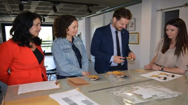 Visita de la Junta a Adhecolor, especializada en serigrafía