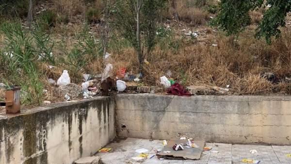 Estado de una calle en el barrio jiennense del Polígono del Valle.