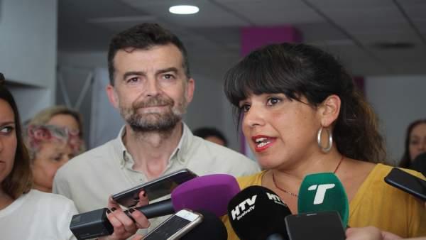 Los coordinadores de Podemos Andalucía y de IU, Teresa Rodríguez y Antonio Maíll