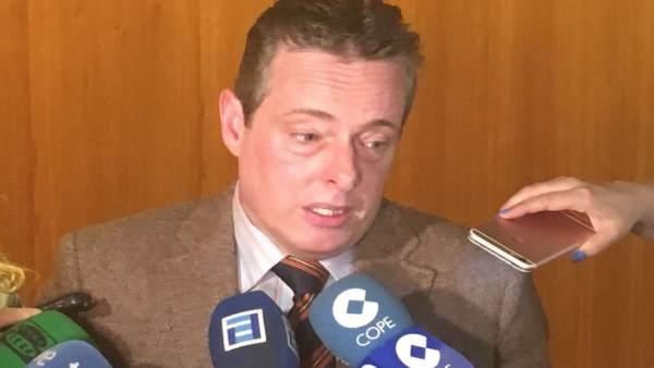 Marcelino Marcos Lídez atiende a los medios.