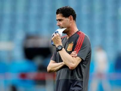Fernando Hierro, en un entrenamiento de la Selección española.