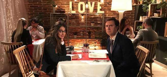 Ana Guerra, en la parodia de 'First Dates' de 'Homo Zapping'.