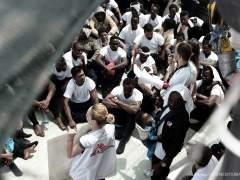 El buque de la ONG Lifeline con 230 refugiados ve inviable el viaje hasta un puerto en España