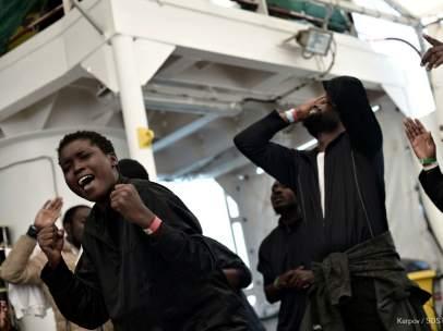 Alegría entre los migrantes