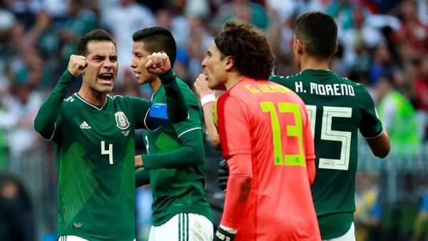 Rafa Márquez celebra el triunfo de México frente a Alemania.