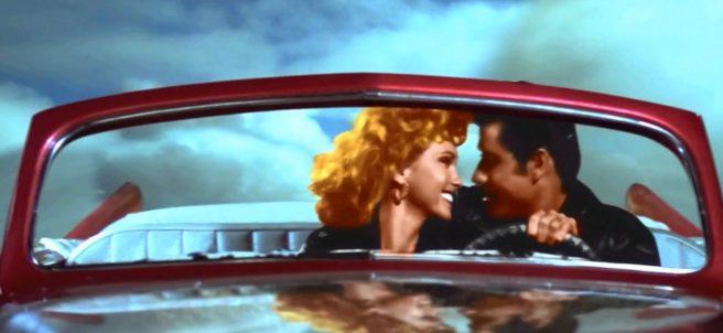 'Grease' celebra su 40 aniversario con un beso inédito