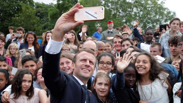 "Macron regaña a un estudiante que le llamó ""Manu"": ""A mí me llamas señor Presidente"""