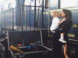 Pilar Rubio besa a uno de sus hijos