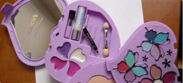 Set de maquillaje de Claire´s retirado por restos de amianto en su composición.