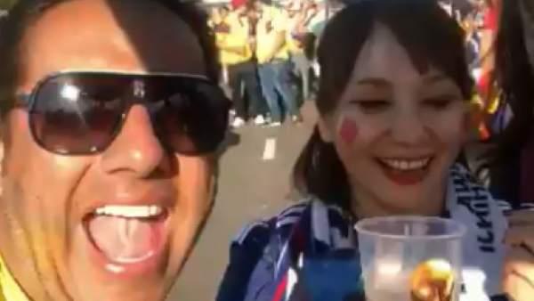 Hincha colombiano se burla de una japonesa