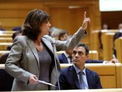 La ministra de Justicia, Dolores Delgado, y el presidente Sánchez, este martes en el Senado.