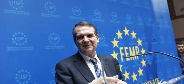El presidente de la FEMP, Abel Caballero, en una cumbre con los alcaldes