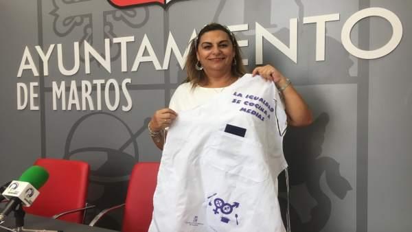 Ana Matilde Expósito presenta la campaña 'La igualdad se cocina a medias'.
