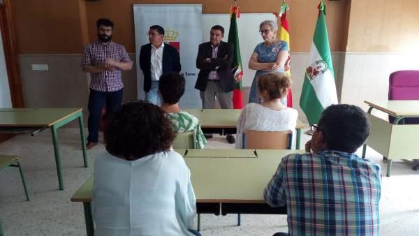 El alcalde de San Bartolomé de la Torre, Manuel Domínguez, y Vicente Zarza.