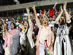 Irán permite 'in extremis' la retransmisión en el estadio Azadí del partido contra España con presencia de mujeres