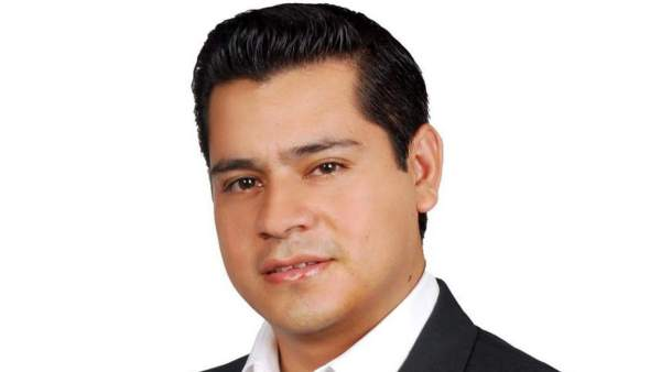 Omar Gómez Lucatero, candidato a la alcaldía de Aguililla, México.