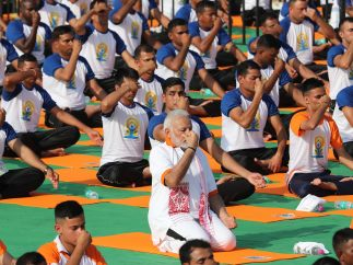 Modi se apunta a una sesión de yoga